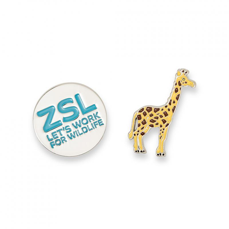 Giraffe enamel pin badge